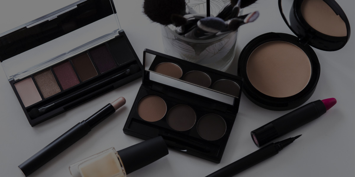 What's Inside Celebrity Makeup Artist Nathan Johnson's Makeup Kit? [VIDEO]