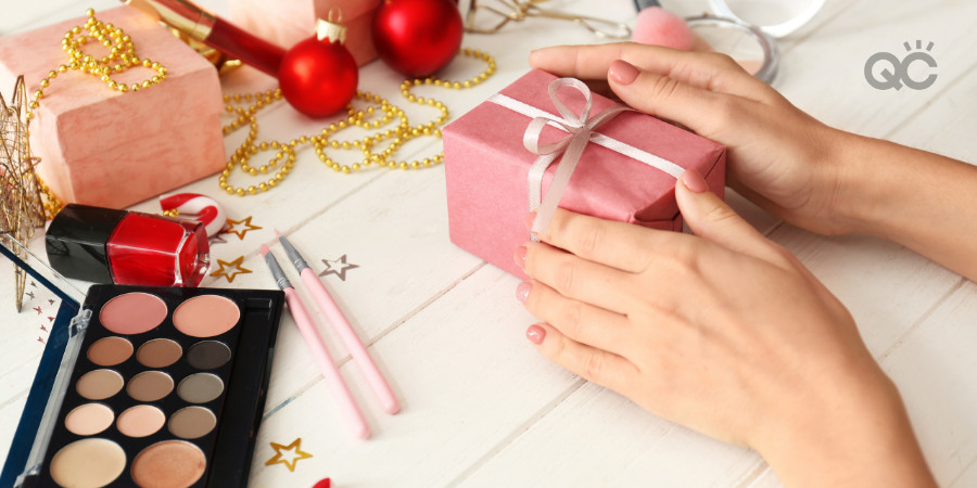 small makeup gift for clients during the holiday season as part of makeup business promotion