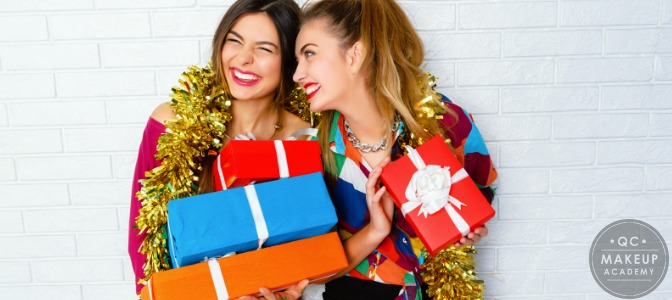 Pros and Cons of Offering Holiday Discounts to Your Clients