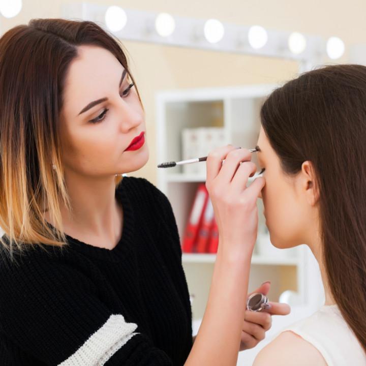 online makeup school makeup student practicing makeup application