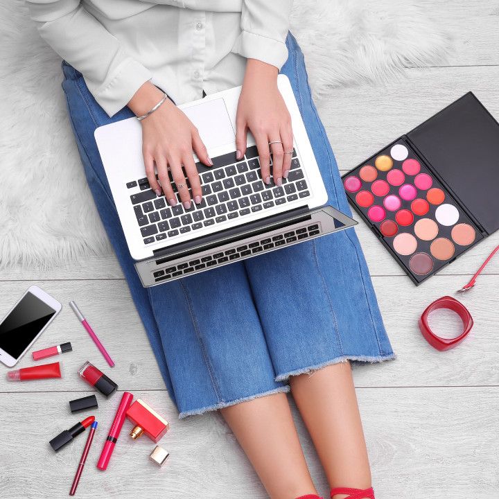 makeup classes online student on laptop