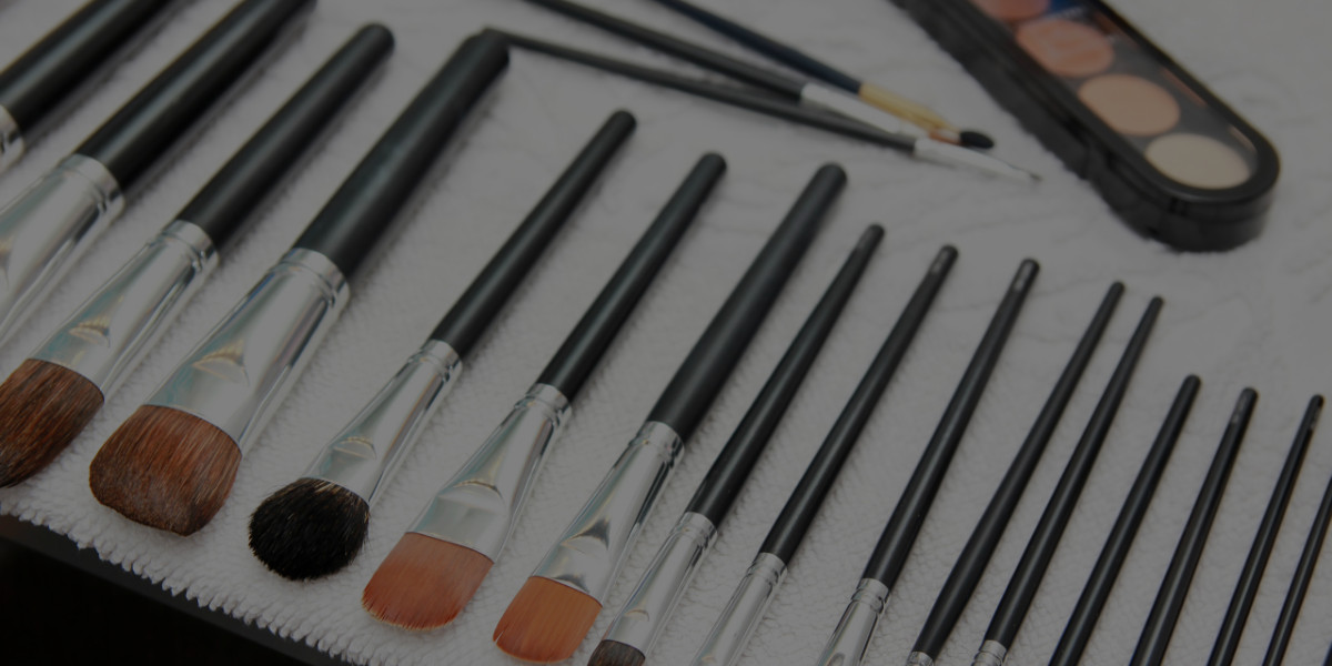 Don't Be Fooled by These 6 Shady Online Makeup School Tricks!