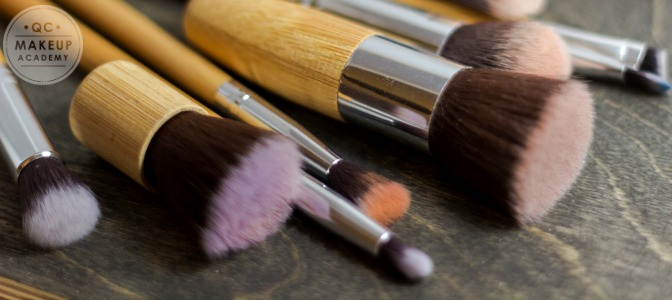 Which brush is used to create soft, airbrushed, poreless looking skin?