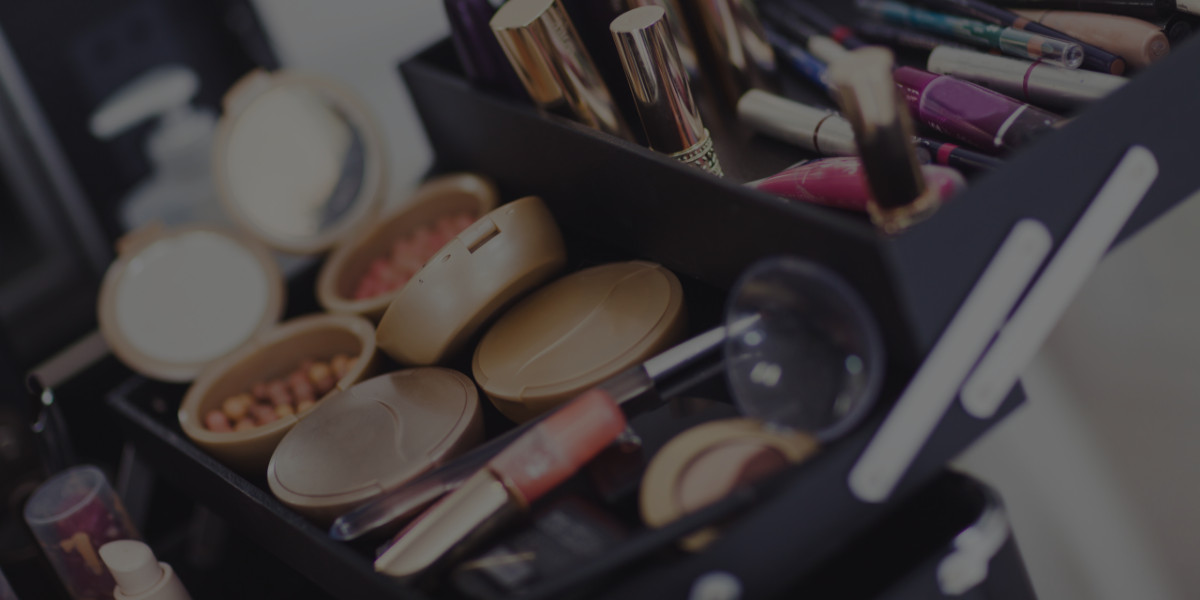 Building a Professional Makeup Kit Based on Your Makeup Artist Salary