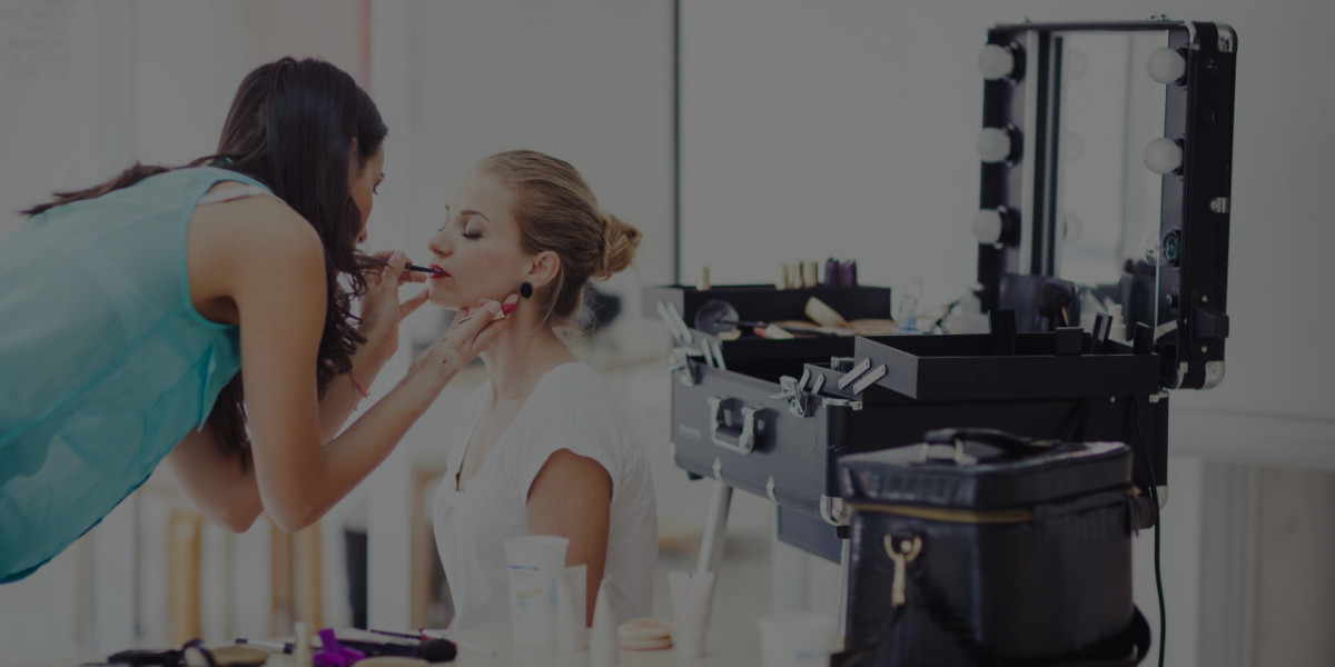 How to Become a Makeup Artist in a Small Town
