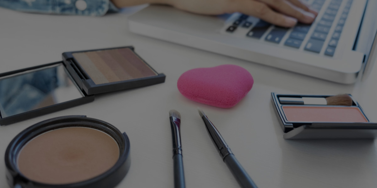 What to Look for in Online Makeup Academy Reviews