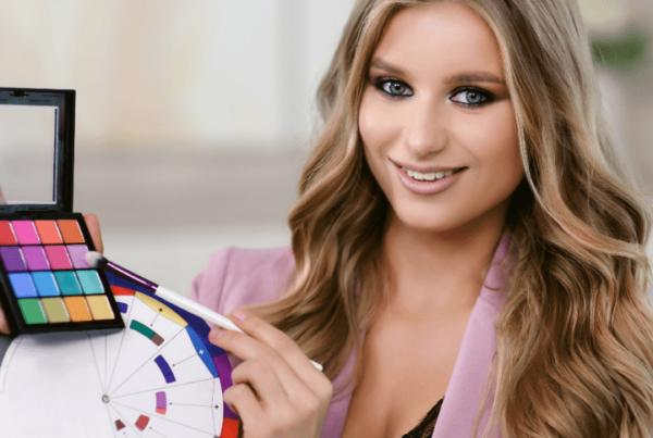 makeup artist providing online makeup training and classes