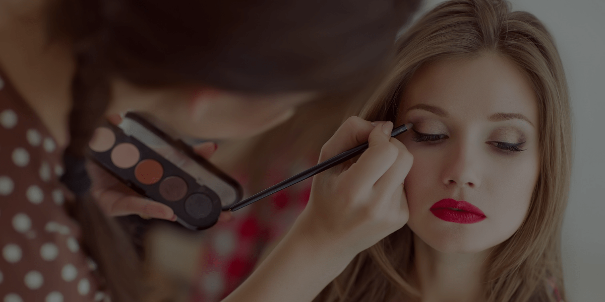 3 Ways to Learn How to Do Makeup if You Have No Experience