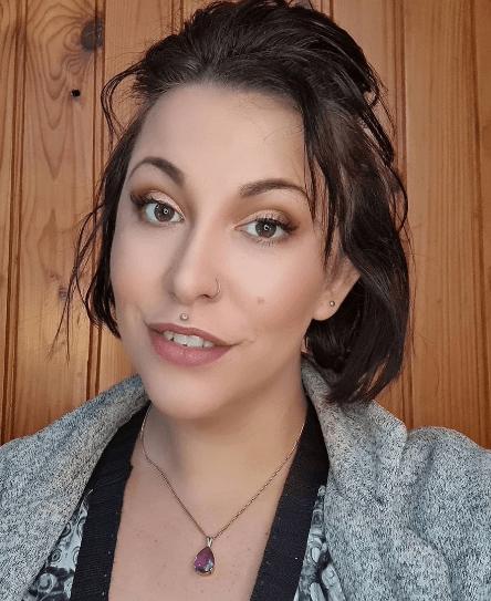 QC Makeup Academy Student Ambassador, Luzaan De Bruyn, headshot