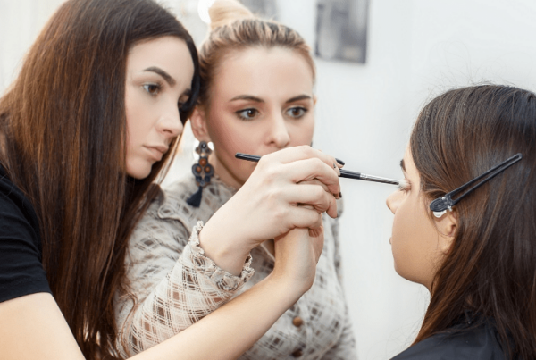 how to become a makeup artist cheri article feature image