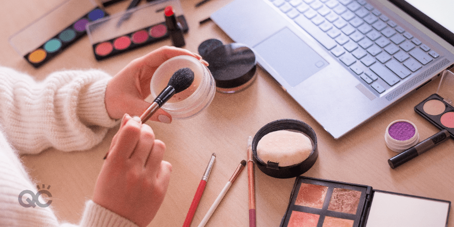 makeup desk laptop