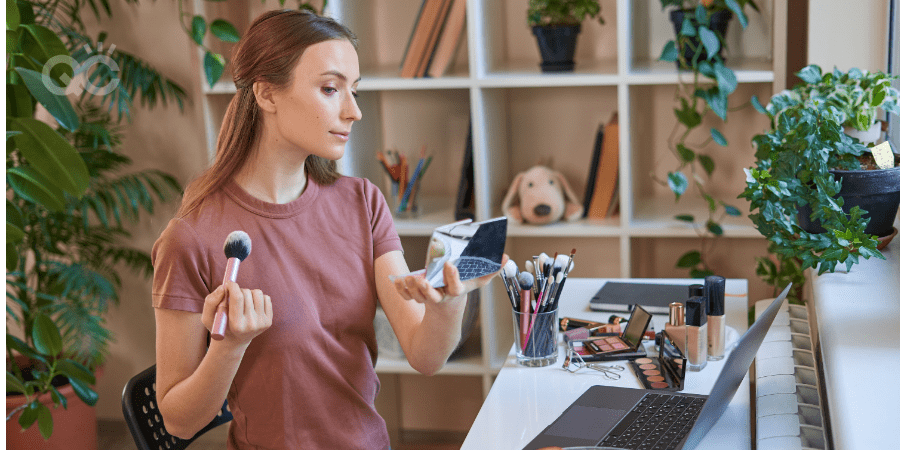 Makeup student learning online from home