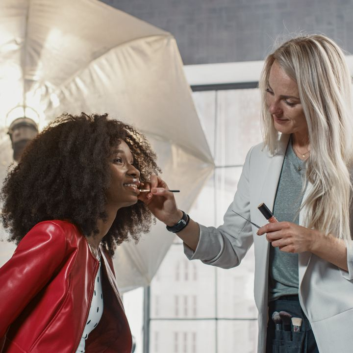 How to become a makeup artist article, May 13 2021, Feature Image, MUA applying makeup to model on set