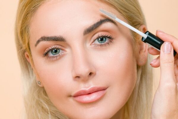 Makeup theory hacks article, June 16 2021, Feature Image