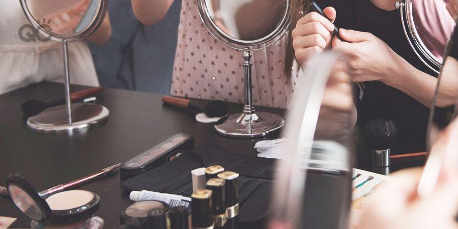 Aspiring MUA learning makeup theory in professional class