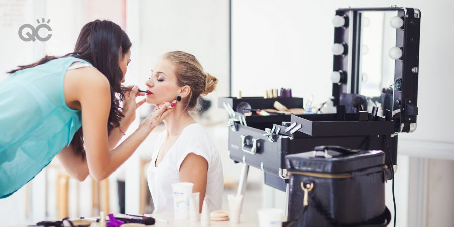 Mistakes to avoid in makeup classes article, in-post image