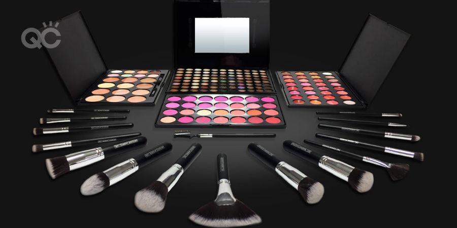 QC makeup artist kit image