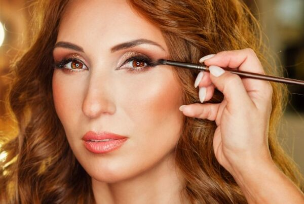 Makeup artist salary article, July 16 2021, Feature Image